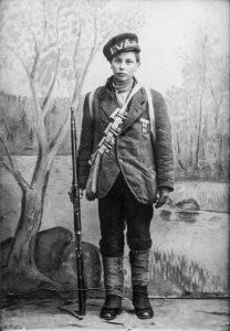 Arvo Koivisto (s. 4.4.1904 Tyrvää), joka kuului Tyrvään punakaartiin. Koivisto toimi punakaartissa viestinviejänä, ja huhtikuussa 1918 hän lähti perääntyvien punaisten mukana kohti itää. Hän jäi vangiksi Lahden lähellä 1.5. Kun Koivisto oli lähetetty kotiinsa Tyrväälle, hän joutui paikallisen suojeluskunnan kuulusteltavaksi. Hänet teloitettiin 7.6.1918.
